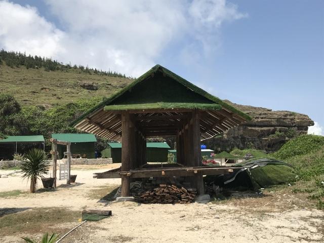 Quảng Ngãi: Công trình trái phép xâm lấn thắng cảnh hang Câu - 1