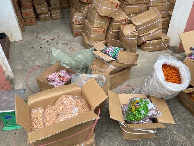 Quảng Bình: Bắt hơn 10 tấn trái cây sấy không nhãn mác, nguồn gốc - 3