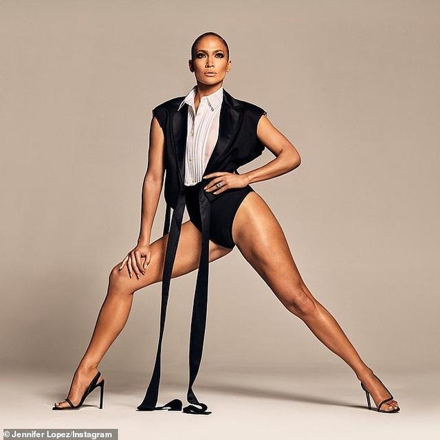 Jennifer Lopez gợi cảm quảng cáo giày cao gót - 1