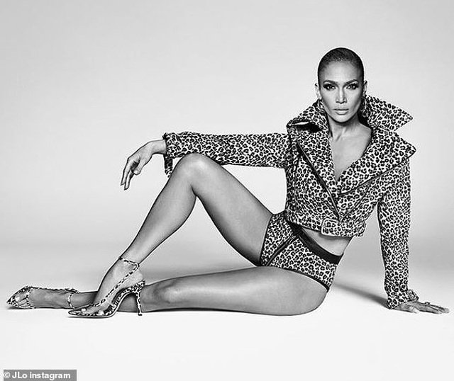Jennifer Lopez gợi cảm quảng cáo giày cao gót - 3