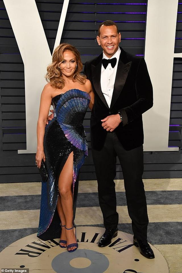 Jennifer Lopez gợi cảm quảng cáo giày cao gót - 4