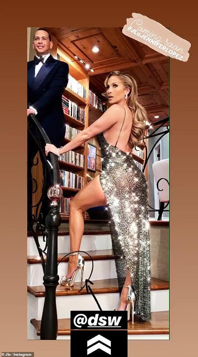Jennifer Lopez gợi cảm quảng cáo giày cao gót - 5