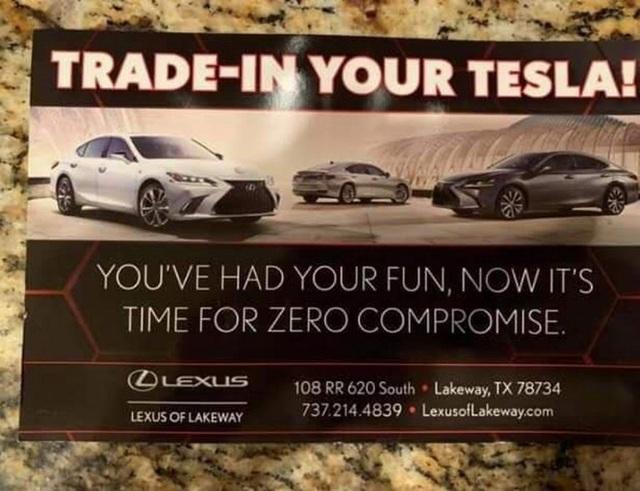 Đại lý Lexus dụ khách bỏ xe Tesla mua xe Lexus - 1