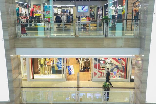 Cảnh vắng lặng như tờ tại các trung tâm thương mại Hà Nội trong mùa dịch - 4