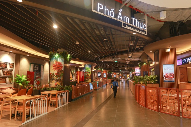 Cảnh vắng lặng như tờ tại các trung tâm thương mại Hà Nội trong mùa dịch - 6