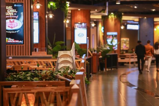 Cảnh vắng lặng như tờ tại các trung tâm thương mại Hà Nội trong mùa dịch - 7