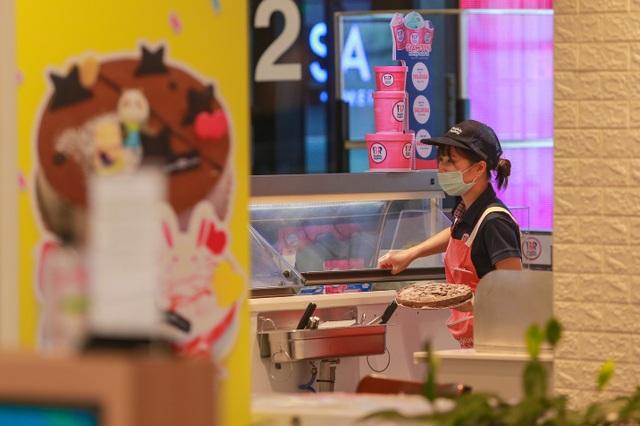 Cảnh vắng lặng như tờ tại các trung tâm thương mại Hà Nội trong mùa dịch - 8