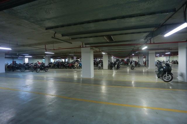 Cảnh vắng lặng như tờ tại các trung tâm thương mại Hà Nội trong mùa dịch - 10