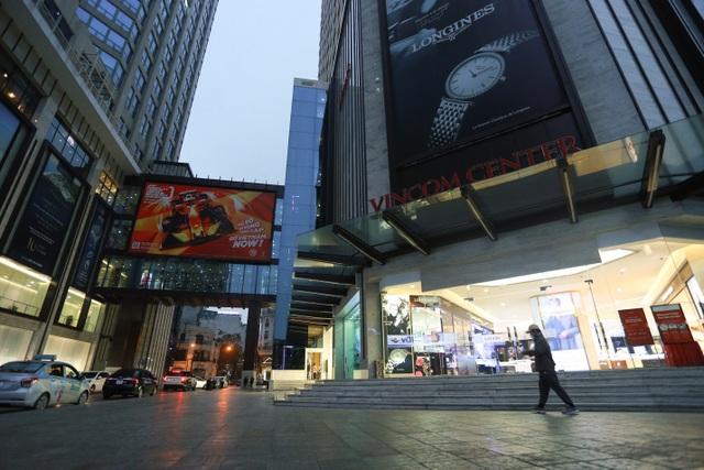 Cảnh vắng lặng như tờ tại các trung tâm thương mại Hà Nội trong mùa dịch - 11