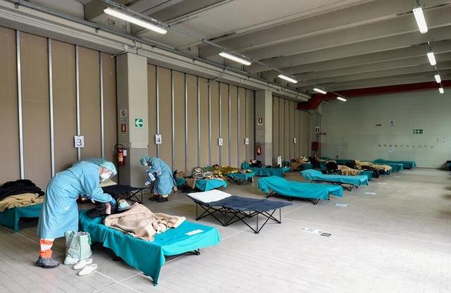 Hơn 1.400 người chết, các bệnh viện ở Italia gồng mình đối phó Covid-19 - 11