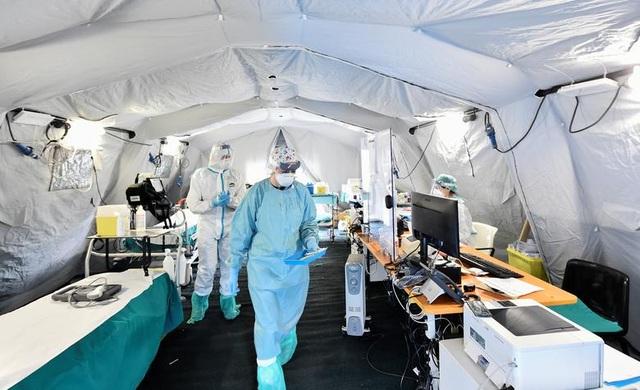 Hơn 1.400 người chết, các bệnh viện ở Italia gồng mình đối phó Covid-19 - 12