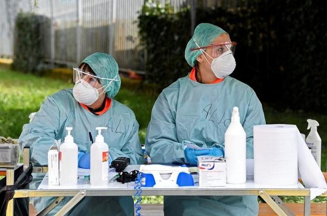 Hơn 1.400 người chết, các bệnh viện ở Italia gồng mình đối phó Covid-19 - 14