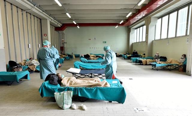Hơn 1.400 người chết, các bệnh viện ở Italia gồng mình đối phó Covid-19 - 2