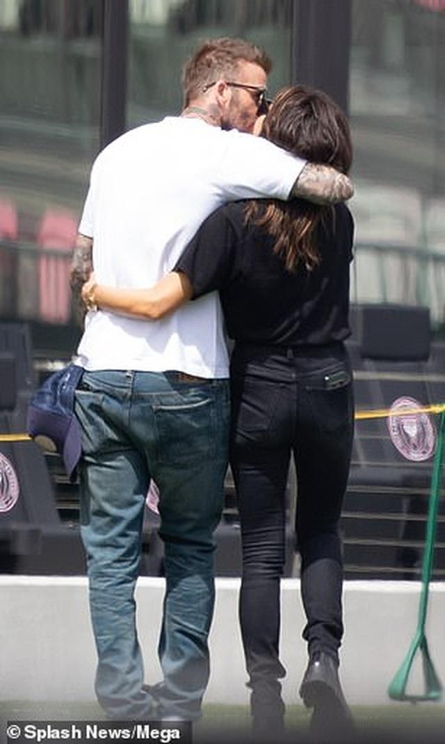Ngưỡng mộ hình ảnh hạnh phúc của gia đình David Beckham - 2