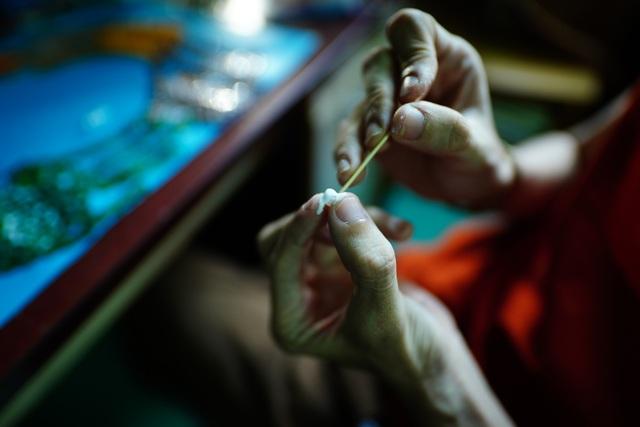 Chàng kỹ sư Hóa làm tranh cổ động chống dịch Covid-19 bằng nút áo - 2