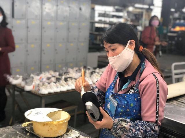 Vượt bão COVID-19: Vẫn trả lương cho công nhân dù tổ máy ngừng sản xuất - 1