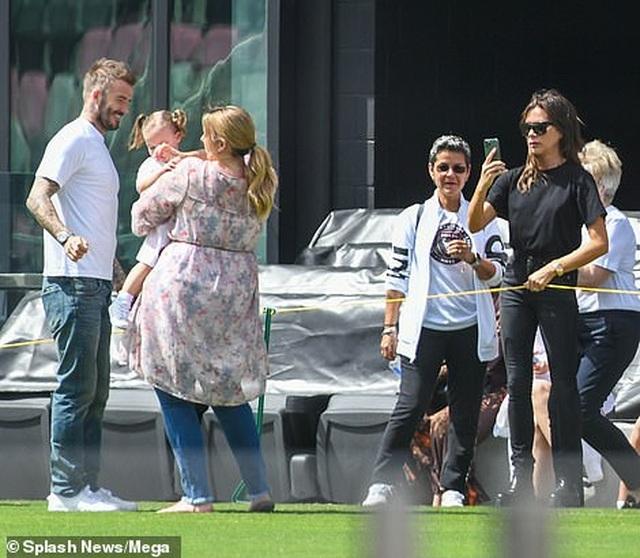 Ngưỡng mộ hình ảnh hạnh phúc của gia đình David Beckham - 9