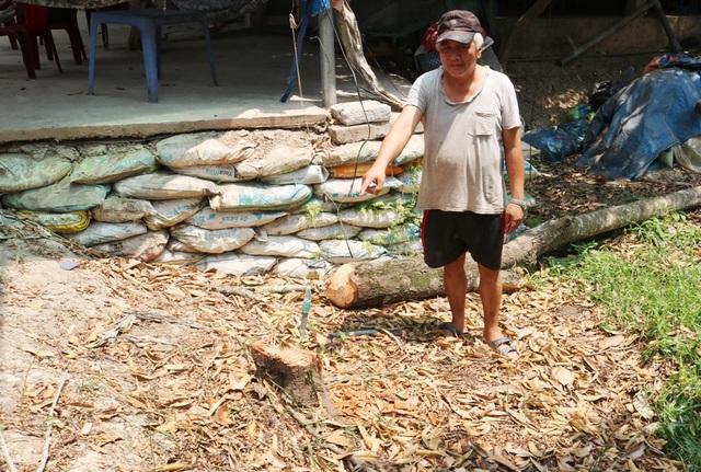 Hạn mặn khốc liệt, tìm cách cứu vườn sầu riêng của người dân - 5