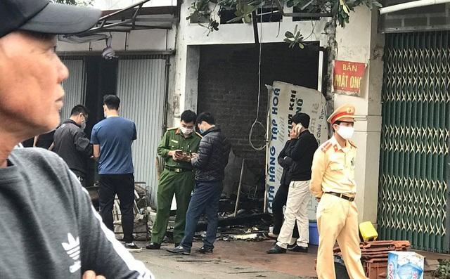 Ngôi nhà 4 tầng bốc cháy, cả gia đình 3 người tử vong - 1