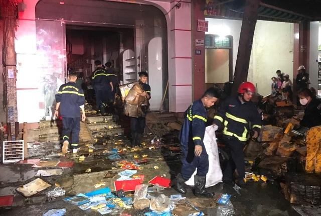 Ngôi nhà 4 tầng bốc cháy, cả gia đình 3 người tử vong - 2