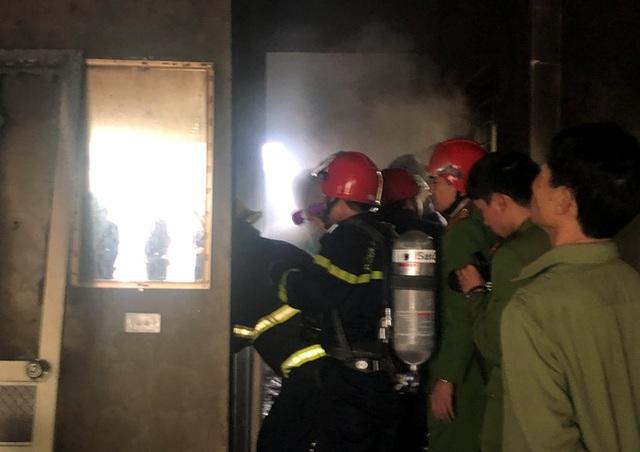 Ngôi nhà 4 tầng bốc cháy, cả gia đình 3 người tử vong - 4
