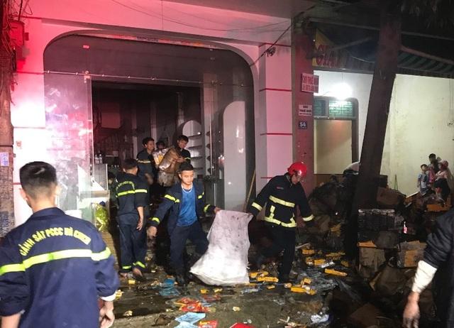 Ngôi nhà 4 tầng bốc cháy, cả gia đình 3 người tử vong - 3