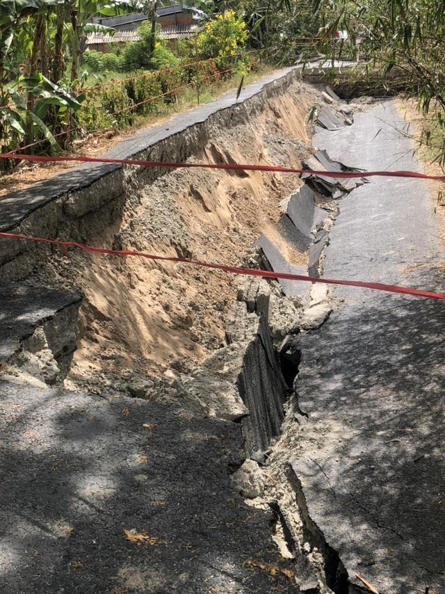 Tình trạng đường sụt lún như động đất tiếp diễn ở Cà Mau - 4
