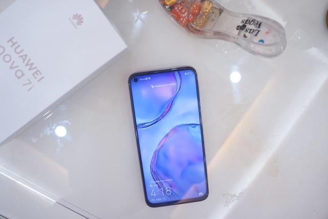 Cận cảnh Huawei nova 7i - Smartphone tầm trung với cụm 4 camera nổi bật - 12