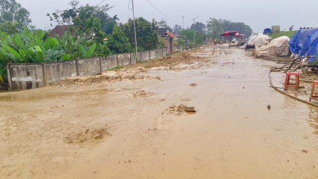 Dự án xả bùn tràn lênh láng khắp khu dân cư - 1
