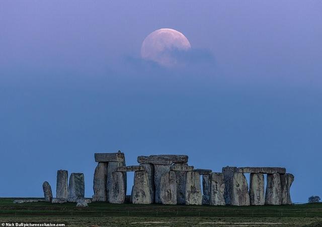 Kỳ thú hiện tượng siêu trăng trên khắp các điểm đến nổi tiếng thế giới - 2