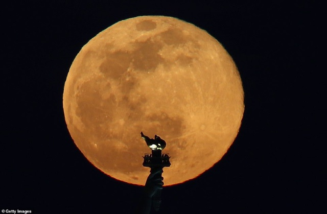 Kỳ thú hiện tượng siêu trăng trên khắp các điểm đến nổi tiếng thế giới - 3