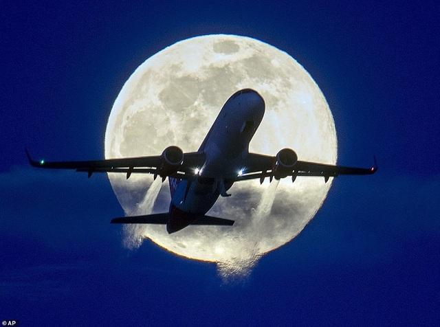Kỳ thú hiện tượng siêu trăng trên khắp các điểm đến nổi tiếng thế giới - 5