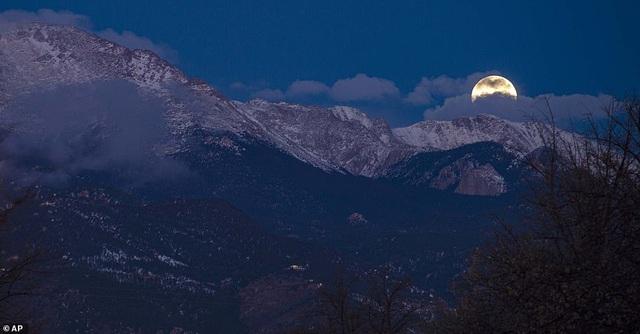 Kỳ thú hiện tượng siêu trăng trên khắp các điểm đến nổi tiếng thế giới - 7