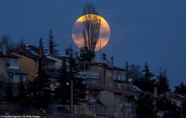 Kỳ thú hiện tượng siêu trăng trên khắp các điểm đến nổi tiếng thế giới - 10