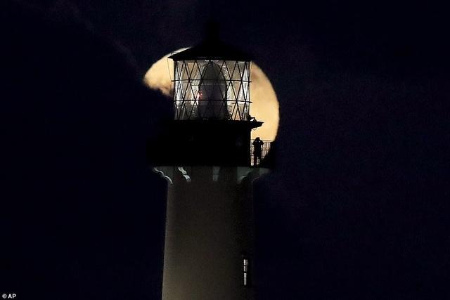 Kỳ thú hiện tượng siêu trăng trên khắp các điểm đến nổi tiếng thế giới - 12