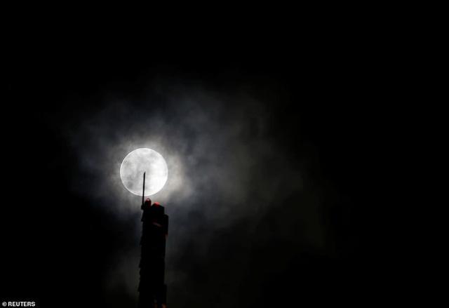 Kỳ thú hiện tượng siêu trăng trên khắp các điểm đến nổi tiếng thế giới - 13