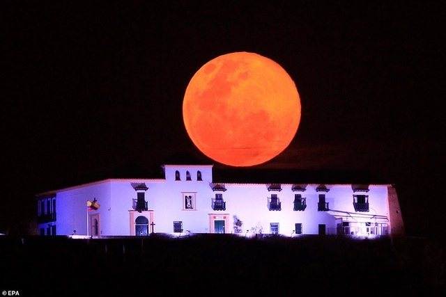 Kỳ thú hiện tượng siêu trăng trên khắp các điểm đến nổi tiếng thế giới - 15