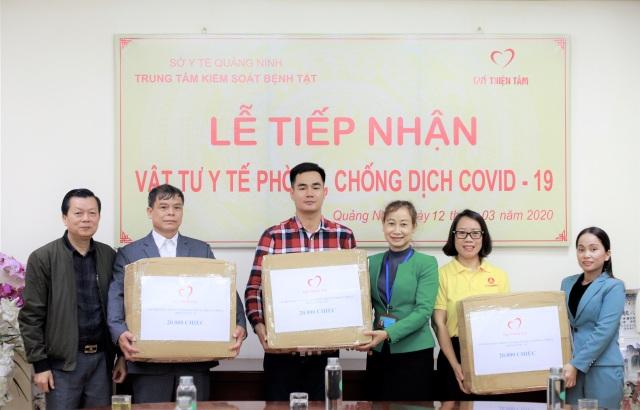 Quỹ thiện tâm (Vingroup) trao tặng 140.000 chiếc khẩu trang cho người dân 7 tỉnh biên giới - 1