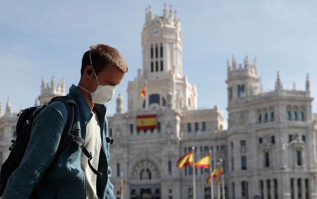 Hơn 150 người chết vì Covid-19 tại Tây Ban Nha trong một ngày - 1