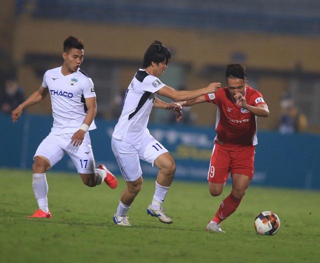Hàng tiền vệ của đội tuyển Việt Nam đang… thừa tài năng - 1