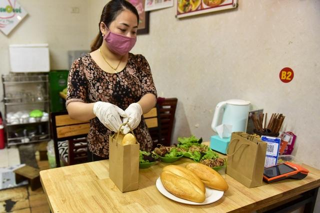 Quán ăn gây sốt khi dùng flycam chuyển bánh mì thời điểm dịch Covid-19 - 6