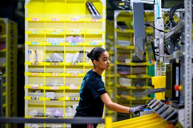 Nhiều DN sa thải nhân viên vì virus corona, Amazon làm điều ngược lại - 1