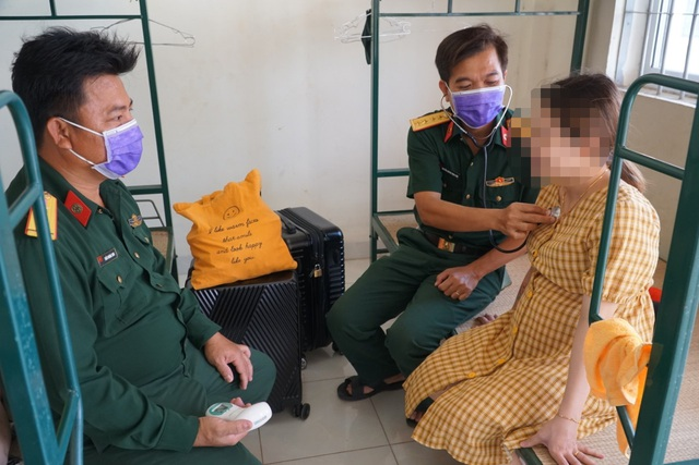 Đã có kết quả xét nghiệm người đi cùng chuyến bay với ca nhiễm Covid-19 - 3