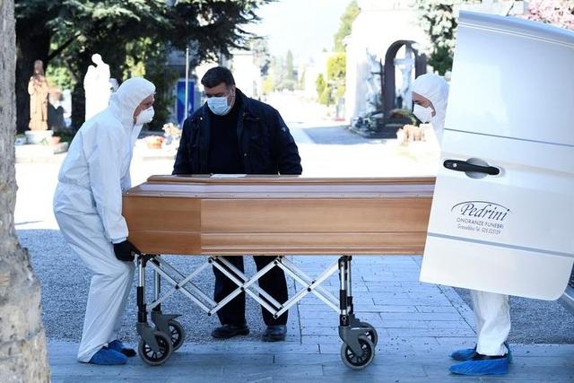 Các nhà xác tại Italia quá tải vì nạn nhân Covid-19 không ngừng tăng - 1