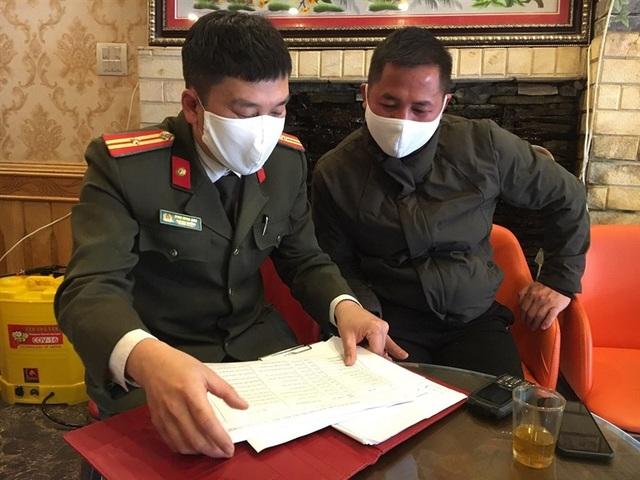Xác minh những người tới Lào Cai trên 8 chuyến bay có người nhiễm Covid-19 - 1