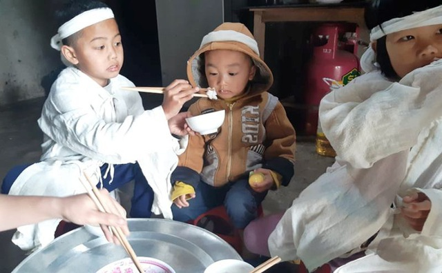 Bạn đọc giúp đỡ 3 đứa trẻ mồ côi bố hơn 95 triệu đồng - 1