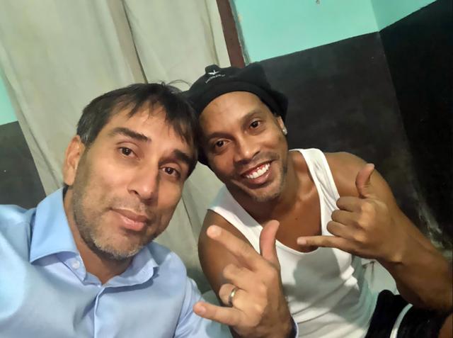 Chưa thoát nạn, Ronaldinho bất ngờ vướng vào nghi án rửa tiền - 2