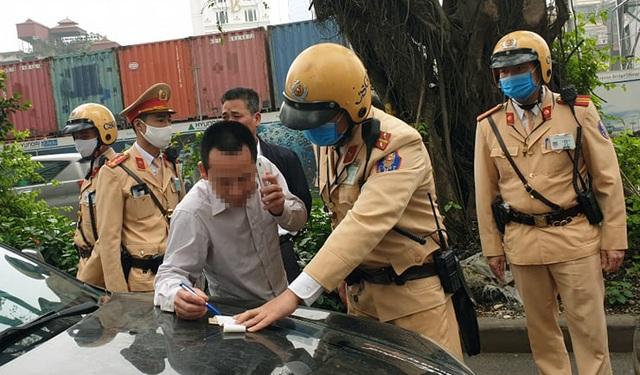 """Hà Nội: Tài xế ô tô gây tai nạn vi phạm nồng độ cồn mức """"khủng"""" - 2"""