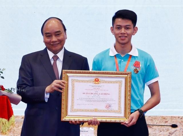 Từ tấm HCB tay nghề thế giới đến Gương mặt trẻ Việt Nam tiêu biểu - 5