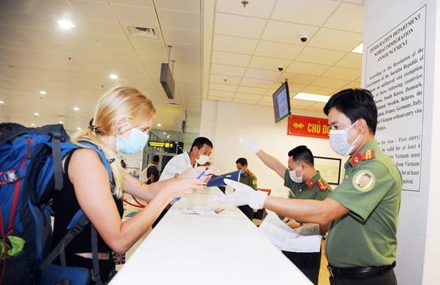 Việt Nam sẽ tạm dừng cấp visa với tất cả du khách trong 15-30 ngày - 1